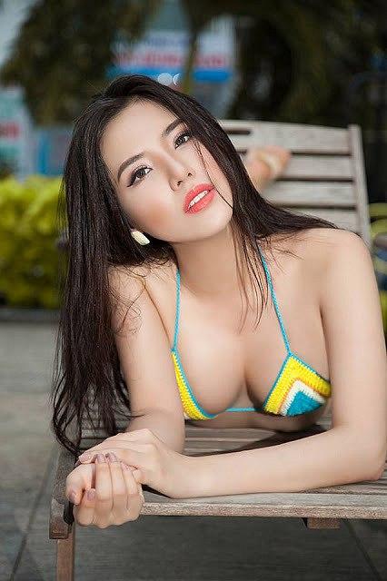 man-nhan-voi-loat-anh-bikini-nong-bong-cua-a-hau-khanh-phuong (4)