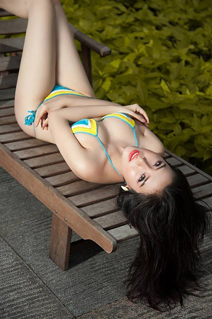 man-nhan-voi-loat-anh-bikini-nong-bong-cua-a-hau-khanh-phuong (5)