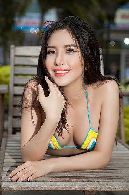 Mãn nhãn với loạt ảnh bikini nóng bỏng của á hậu Khánh Phương