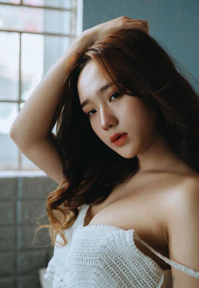 Say nắng vẻ đẹp ngọt ngào của nàng hot girl Hồng Vân