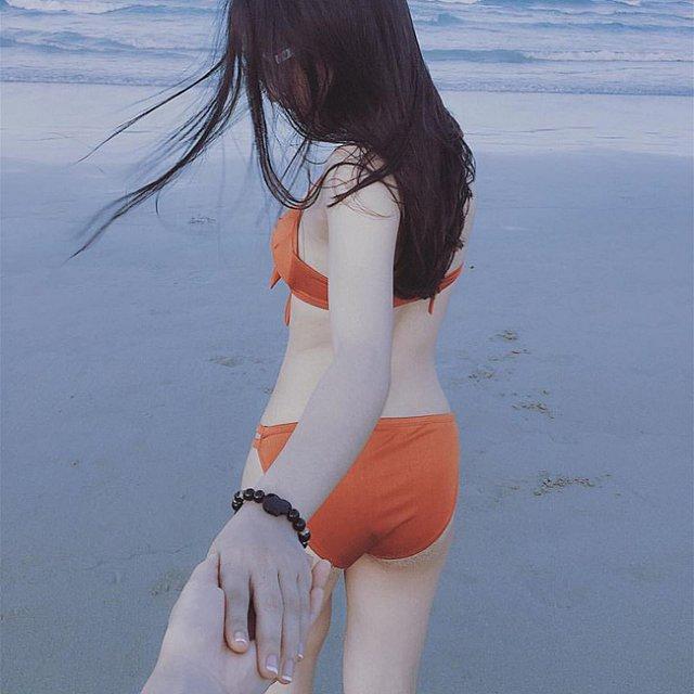 ban-gai-quang-hai-dien-bikini-dot-mat-fan (3)